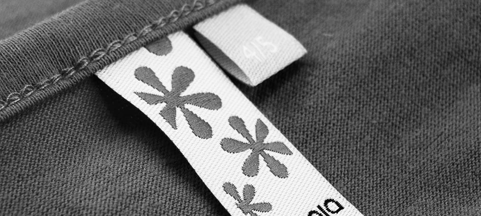 étiquette tissée avec motif