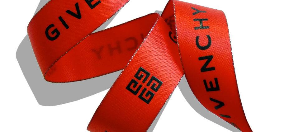 ruban imprimé rouge impression noir givenchy