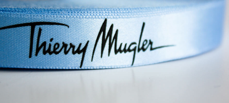 ruban satin personnalisé imprimé bleu impression noir Thierry Mugler