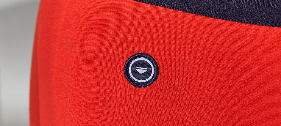 cocarde tissée polyester recyclé le slip francais bleu marine sur slip rouge